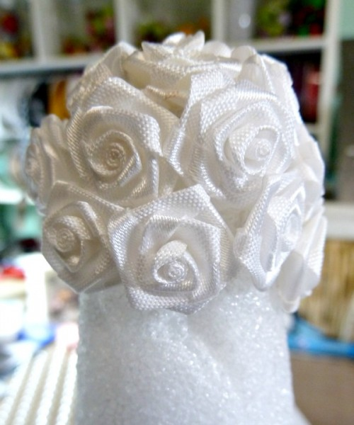 White ribbon rose layer