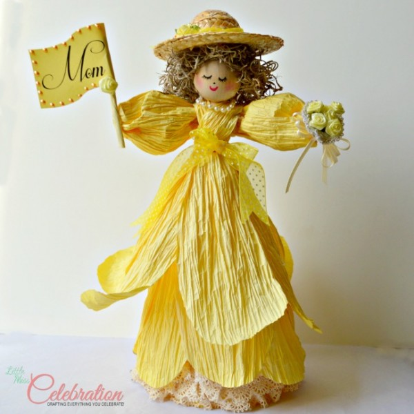 A doll to honor a special mom - get the how-to at littlemisscelebration.com