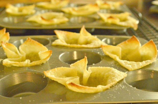 Baked sugared wonton cups