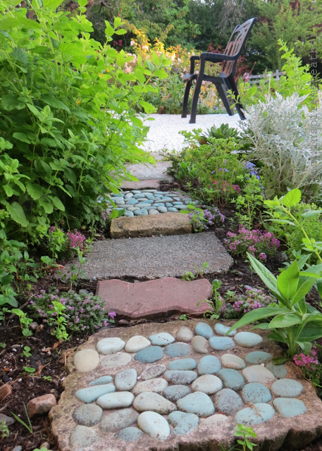 Building Garden Paths from Inspire Me Heather