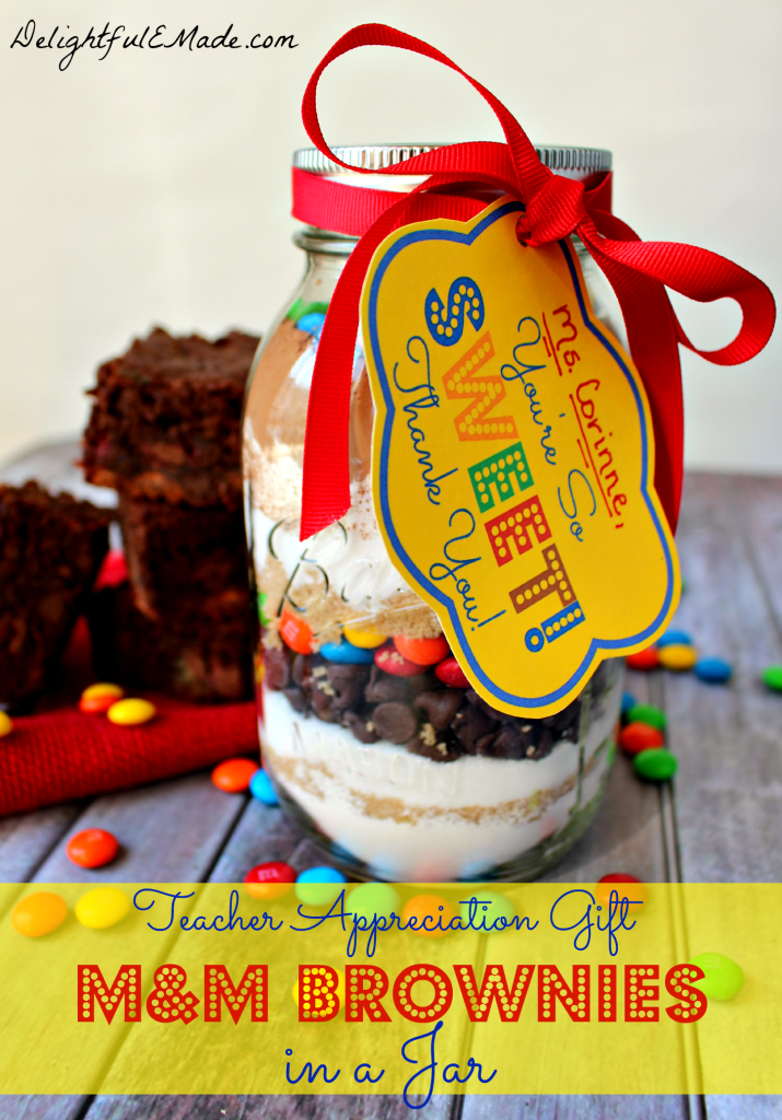 M&M Brownies in a Jar with Free Printable by DelightfulE Made