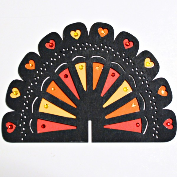 Add a little black, bling & messages of gratitude to the Thanksgiving table or buffet with easy Gem & Chalkboard Turkeys! From littlemisscelebration.com