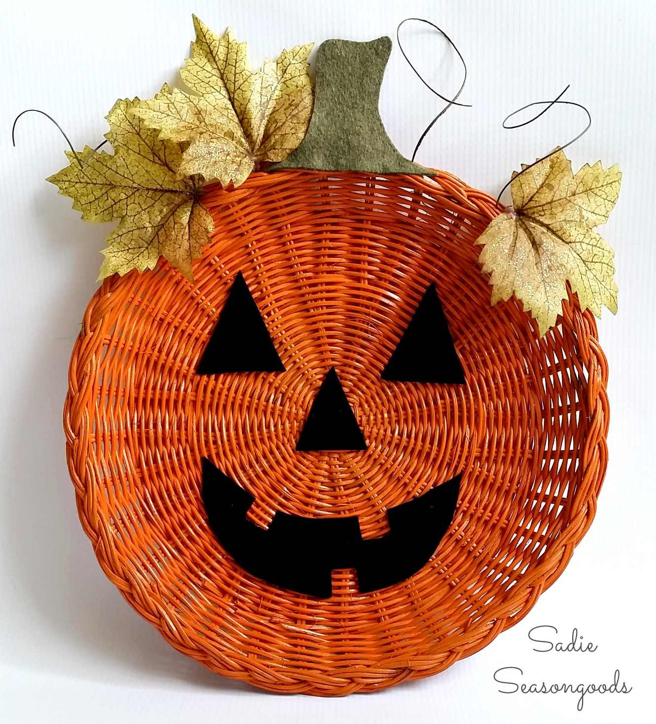Paper Plate Holder Jack-o-Lantern from Sadie Seasongoods