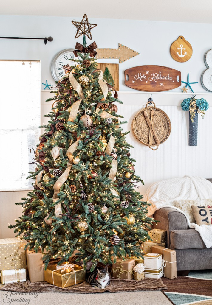 Rustic Luxe Christmas Tree from Domestically Speaking