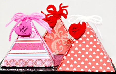 Make pretty, custom Easy Valentine Treat Boxes, perfect for little gifts or treats! At littlemisscelebration.com