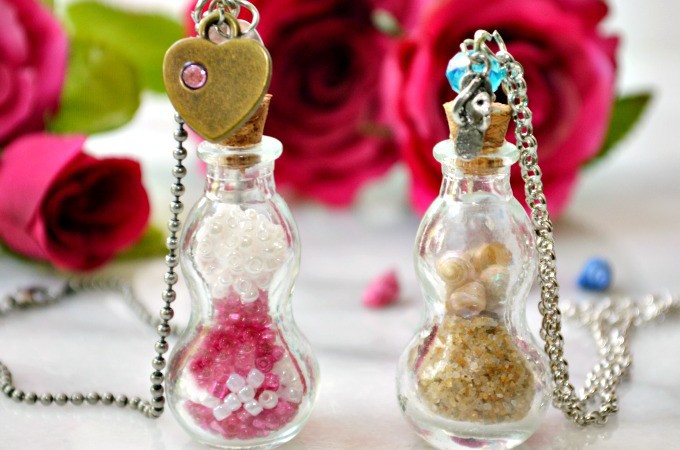 Even if you've never made jewelry, you CAN make one of these easy beach & bead apothecary jar necklaces! Great for Mom, a friend and YOU! At littlemisscelebration.com
